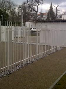 Traitement anticorrosion et thermolaquage grille Collège Fal à Biarritz